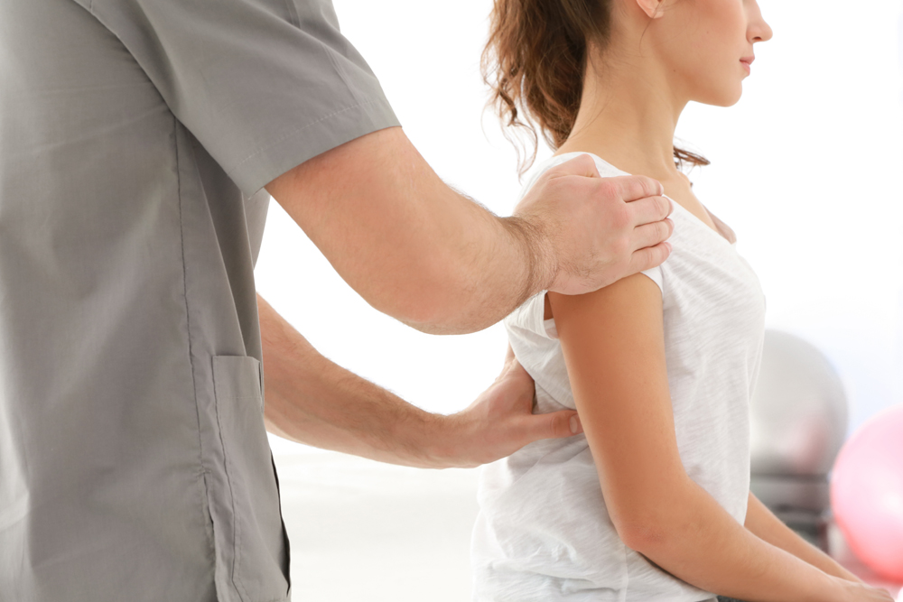 Lincoln Chiropractor treating patient for upper back pain